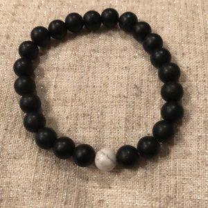 🔴3/$15 black stone bead, howlite stretch bracelet